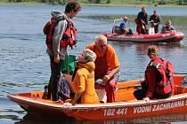 Sezona vodním záchranářům právě začala. Jsou připraveni pomoct lidem, kteří se ocitnou na Slezské Hartě v nouzi.