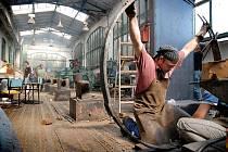 Studenti Soukromé střední umělecké školy Ave art z Ostravy se v krnovské Flemmichově vile představí v pátek 8. ledna. Expozice zachytí průřez tvorbou z oblasti propagační i komorní grafiky, zpracování kovů i práce keramické nebo interiérový design