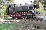 Na podstavci před krnovským nádražím stála parní lokomotiva Bufan, která nejezdila na běžných tratích, ale v cukrovaru. 42 let sloužila jako pomník a objevila se i ve filmu Housata.