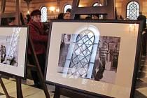 Krnovská synagoga nabízí v těchto dnech nejen komentované prohlídky pro veřejnost, ale také výstavu fotografií Jindřicha Buxbauma.