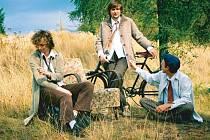 Krnovští Bratři Orffové vznikli jako projekt Ivana Gajdoše, Lukáše Novotného a Matouše Godíka. Ohromili kritiku tím, jak průkopnicky dokázali jednoduché folkové písničky skloubit s elektronikou.