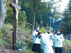 Svěcení kříže proběhlo ve velmi důstojné slavnostní atmosféře.