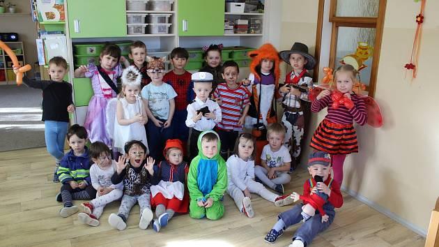 Maškarní karneval v Mateřské škole Slunečnice v Krnově v Albrechtické ulici.