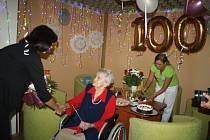 Marie Martiníková oslavila sté narozeniny v krnovském domově pro seniory.
