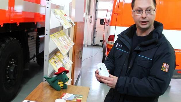 Unikající plyn odhalí, a tím lidské životy a obydlí ochrání nenápadná a levná krabička, kterou představil profesionální hasič Antonín Ušela.