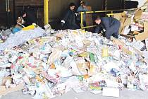 Třídění odpadu Krnovu přineslo nejen dobrý pocit z recyklace, ale také finanční odměnu od společnosti Eko-kom.