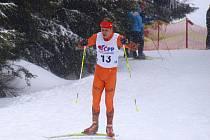 BRUNTÁLSKÝ BĚŽEC na lyžích Michal Kautz si v Krkonoších odbyl premiéru na padesáti kilometrech.