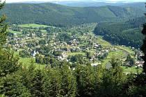 Jednou z krás Vrbenska je rozhodně také údolí řeky Opavy v Karlovicích, nejhezčí je pohled z okolních kopců. I tudy mohou turisté projít a kochat se krásami Jeseníků.