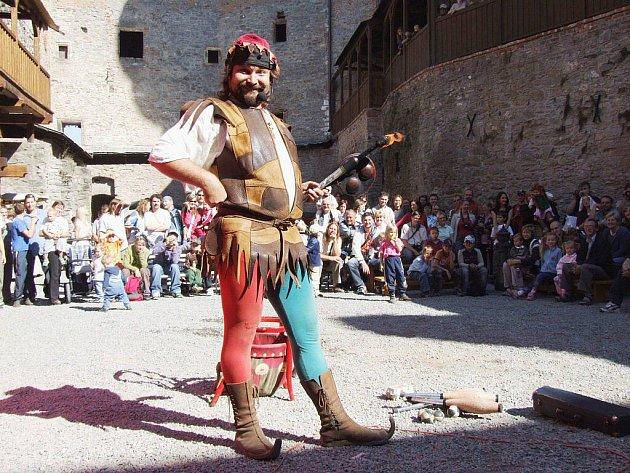 Sovinec každoročně přitáhne davy turistů a návštěvníků.