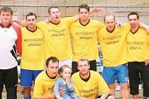 Vítězství z Mikulášského turnaje v halové kopané mužů si odnesli fotbalisté restaurace Terezka.