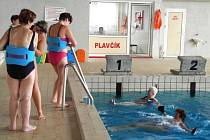 Na krnovském bazéně se odehrála akce Plaveme prsa!, kterou zorganizovala místní neziskovka Onko Niké. Ta sdružuje pacientky po onemocnění prsu. Svou činností pomáhá těmto ženám ke zlepšení fyzického i psychického stavu po operaci.