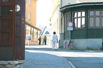 Školní náměstí je situováno v Rýmařově poblíž nedávno rekonstruovaného náměstí Míru. I Školní náměstí čeká modernizace, za šest milionů korun.