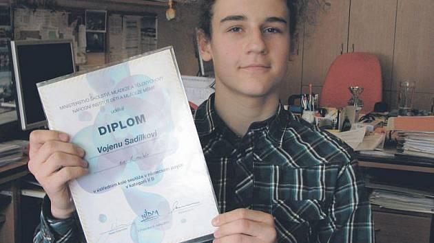 Vojen Sadílek se naučil díky sledování zahraničních televizí cizí řeči natolik skvěle, že zvítězil v celostátním finále v německém jazyce v Praze.