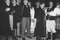 Naši furianti z roku 1965 v podání amatérského divadelního spolku Mahen z Rýmařova. Uprostřed je národní umělec Jaroslav Vojta.
