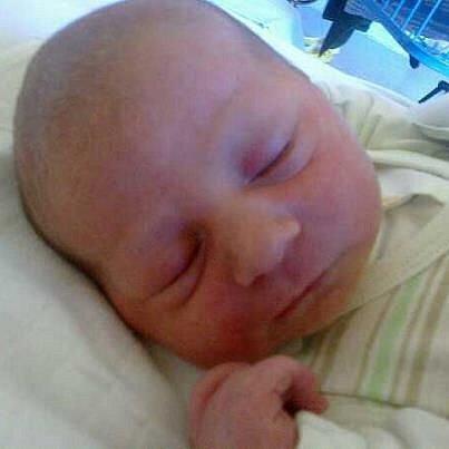 Jmenuji se SAMUEL VLACHYNSKÝ  a narodil jsem se 19. října 2012, měřil jsem 51 centimetrů a vážil jsem 3680 gramů. Moje maminka se jmenuje Daniela Maňasová a tatínek se jmenuje Jiří Vlachynský. Bydlíme v Rázové.
