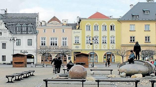 Náměstí Míru v Bruntále. V minulosti neslo i název Masarykovo náměstí.