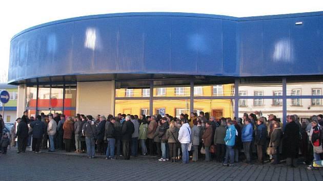 O otevření prodejny byl mezi obyvateli Krnova mimořádný zájem.