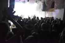 Bratři Orffové o víkendu zahráli v kostele, který zbyl ze zaniklé vsi Pelhřimovy. Ve středu 2. září vystoupí v krnovském klubu Kofola.