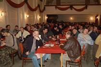 Nespokojení lesáci. V sále Lidového domu se jich v pondělí sešlo okolo sto dvaceti.