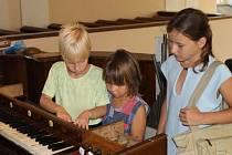 Varhany v kostele svatého Jakuba Staršího v Dolní Moravici mají přesně sto dvacet pět let. Byly uvedeny do provozu 6. srpna 1887.