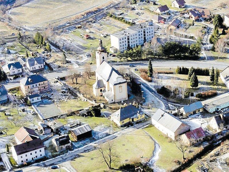 Kostel sv. Šebestiána v Třemešné má novou střechu a také další církevní stavby a památky v našem regionu se dočkaly investic, které zajistily jejich rekonstrukci a údržbu.