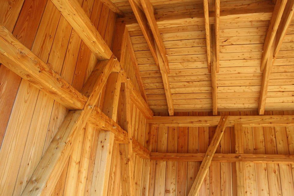 Zastávka Amalín na Osoblažce byla postavena podle původních plánů a stejnými postupy, jaké stavebníci používali před sto lety.
