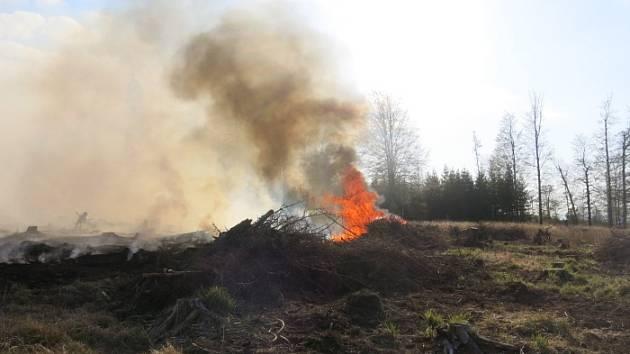 Požár u Razové na Bruntálsku.