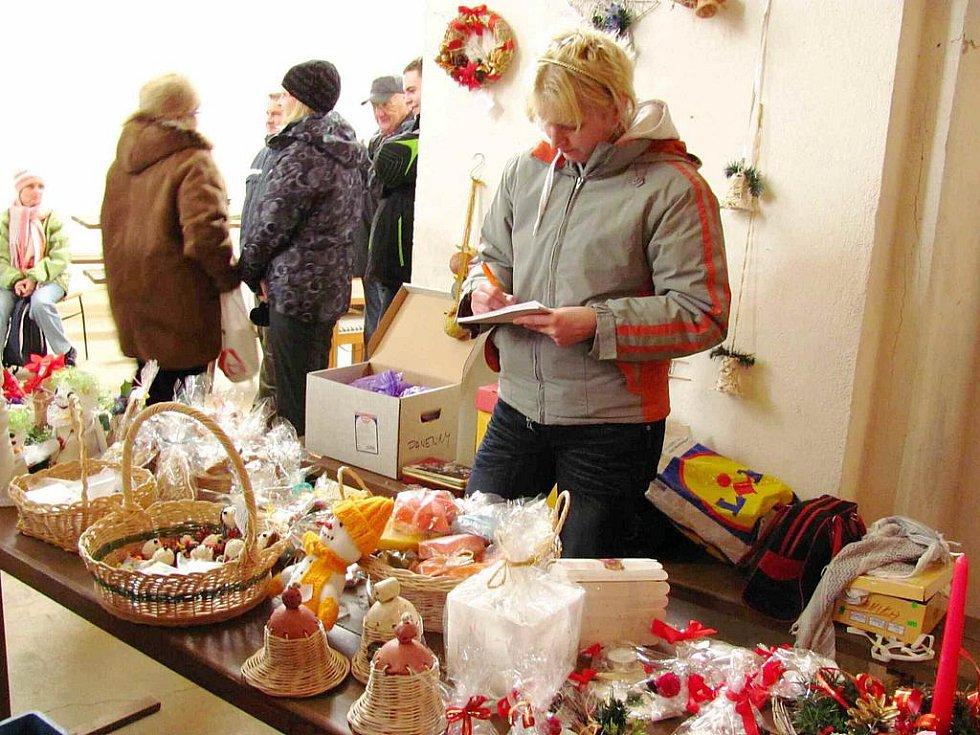 Zámek ve Slezských Rudolticích se v sobotu 27. listopadu rozezněl koledami v podání místních školáků a předškoláků. Vánoční akce oživí také zámky v Linhartovech a v Bruntále.