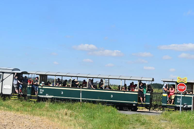 Fajné léto byla letos první speciální parní jízda s rozšířeným programem.