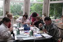 Flemmichova vila se odpoledních hodinách stala svědkem uměleckého vyjádření tělesně a mentálně postižených občanů. Na programu tvoření se objevila například malba horkým voskem či spontální kresba.