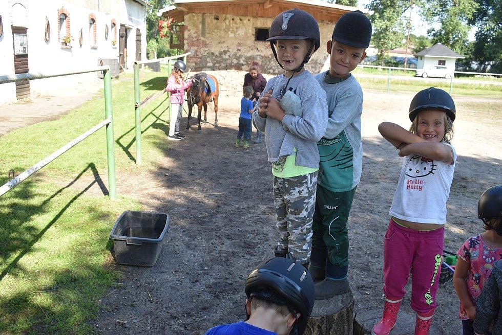Mini farma Pavlíny Václavíkové je farma plná zvířat i dětí. Pořádá příměstské tábory ve spolupráci s Mikroregionem Osoblažsko a nabízí farmářské zážitky v rámci agroturistiky.