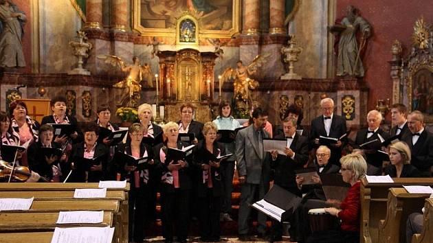 Kostel Navštívení Panny Marie rozezněly nádherné skladby J. S. Bacha, Michaela Praetoria, Clouda Debussyho nebo Valeria Otta. Koncert zahájil úvodním slovem kněz Mgr. Jan Randa.