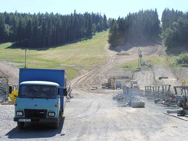Dvousedačkovou lanovku chce postavit ještě před začátkem letošní zimní sezony v Karlově pod Pradědem obec Malá Morávka.