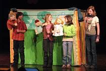 Loutkovým divadlem s názvem O bílém domečku se na festivalu Kytka představil soubor Sedmička občanského sdružení Spolkový dům Mariany Berlové v Bruntále.