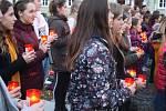 Krnované si 17. listopadu připomenuli listopadové události roku 1989 a 1939 ve Smatanových sadech. Společně s občany zde zapálil svíčku také starosta Krnova a oba místostarostové.