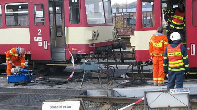 Pátek 13. listopadu 2009 proběhl na krnovském nádraží skutečně smolně. Vykolejil zde totiž osobní vlak.