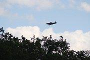 Útok sovětské stíhačky Jakovlev JAK-3 byl v Liptani hlavní atrakcí.  Kvůli přítomnosti kluzáku v oblasti bojiště musel pozměnit dohodnutý scénář. Pyrotechnici pro jistotu část připravených výbušných efektů neodpálili.