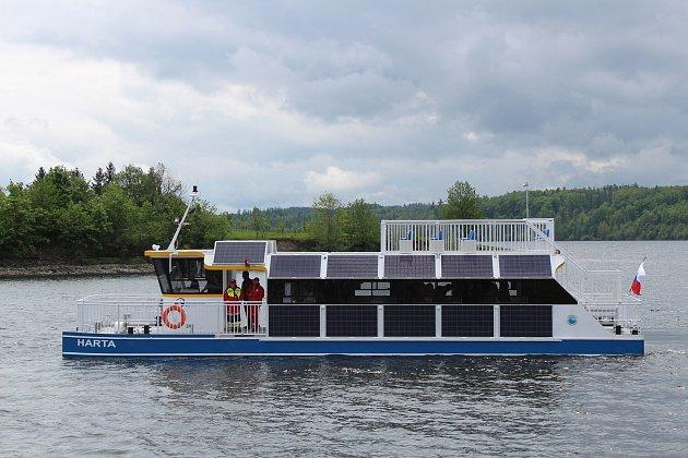 Na Slezské Hartě včervnu zahájí pravidelné plavby první velkokapacitní výletní loď na elektropohon nazvaná Harta.
