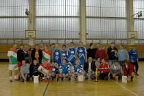 Fotbalisté Městského úřadu Štúrovo, společně s domácí Olympií Bruntál.