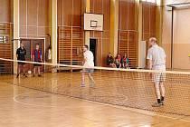 NOHEJBAL se stal postupem let velice oblíbeným sportem. V Městě Albrechticích se koncem minulého roku konal v pořadí již čtrnáctý ročník nohejbalového turnaje