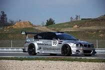 Na brněnských okruzích zvítězilo vozidlo bruntálského týmu BP Autosport s číslem devadesát devět.