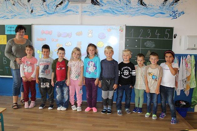 Prváčci  ze Základní školy a Mateřské školy Horní Město se svou třídní učitelkou Janou Fréharovou.