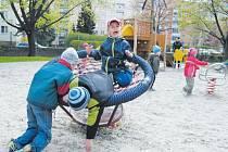 Hřiště, sportoviště i zahrady v Krnově mají v neděli otevřeno pro veřejnost.