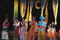 Se svým pohádkovým muzikálem se na derniéře v bruntálském divadle loučili mladí herci ze školního divadelního souboru Jednička.