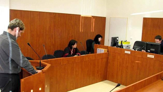 Účetní bruntálských technických služeb chladnokrevně vydíral kvůli penězům Miroslav Šmihal z Břidličné, tvrdil, že má její nezletilou dcerušku.