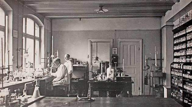 Výzkumná laboratoř firmy Nivea, 1914