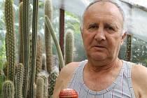 Největší radost má Jan Drobný z kvetoucích kaktusů. Jsou mu odměnou za všechnu tu dřinu a píli, které jejich pěstování v Bruntále věnuje.