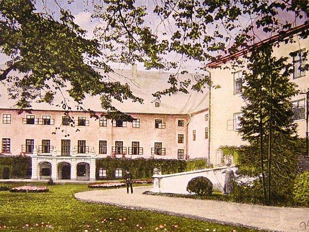 Zámek v Janovicích u Rýmařova. Historická podoba z počátku 20. století.
