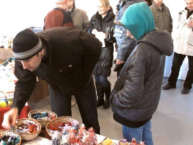 Vánoční jarmark na linhartovském zámku přilákal letos více než dva tisíce návštěvníků.
