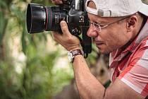 Jozef Danyi z Bruntálu za objektivem svého fotoaparátu.